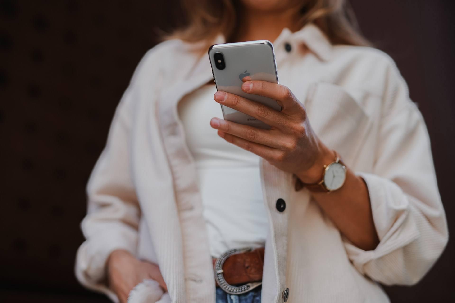come controllare il telefono del marito