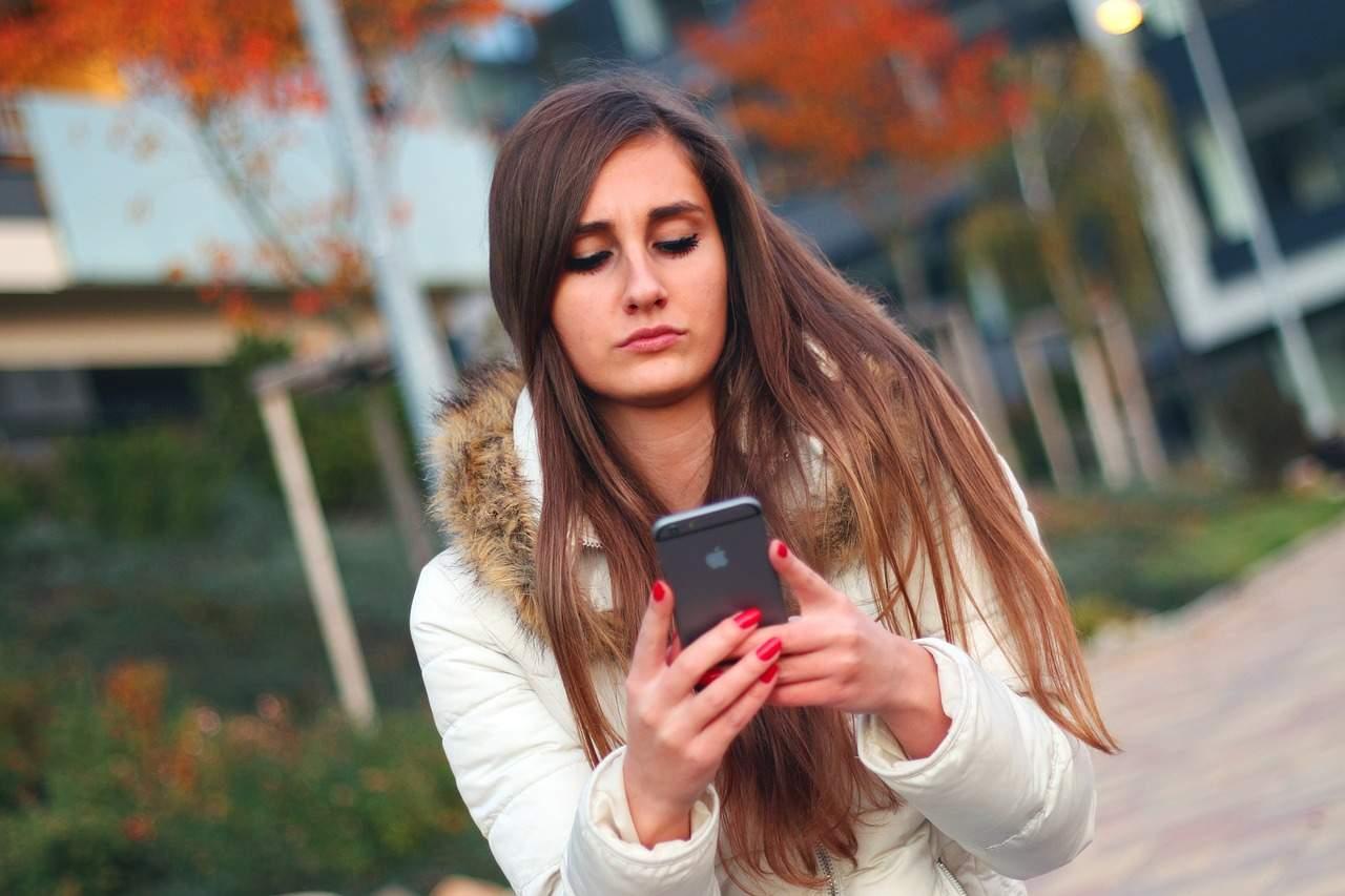 come spiare gli sms del partner
